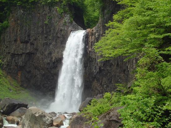 苗名滝, 新緑の苗名の滝