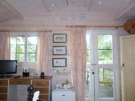 Blackbrook Lodge Caravan & Camp Site: Love shack
