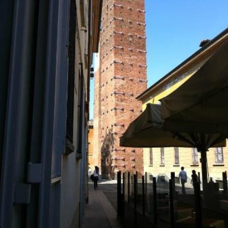 Tre Torri S.A.S Di Meroni Ada E C.: Scorcio della piazza