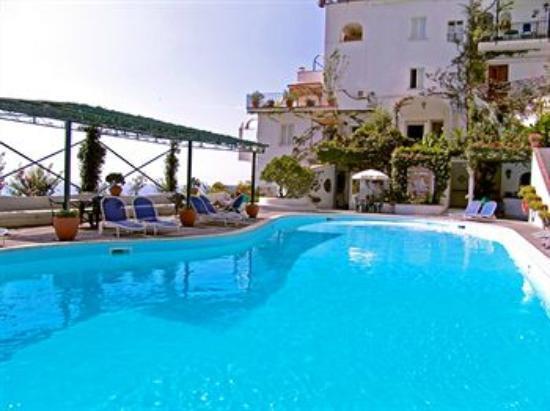 Grand Hotel Tritone: la foto fa riferimento ad una delle due piscine