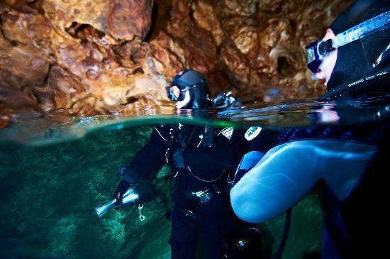 Sarda Divers - Dive Center: Surfacing in Caves