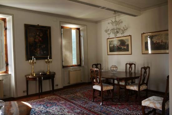 Residenza d'Epoca Palazzo Fineschi Sergardi: Dining room.