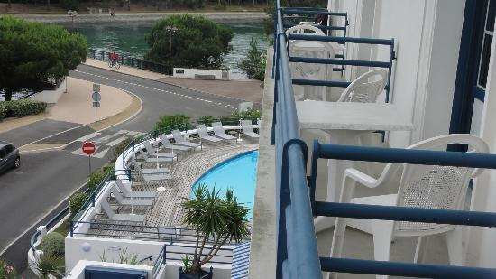 Hotel Mercedes : vue de la petite terrasse de la chambre
