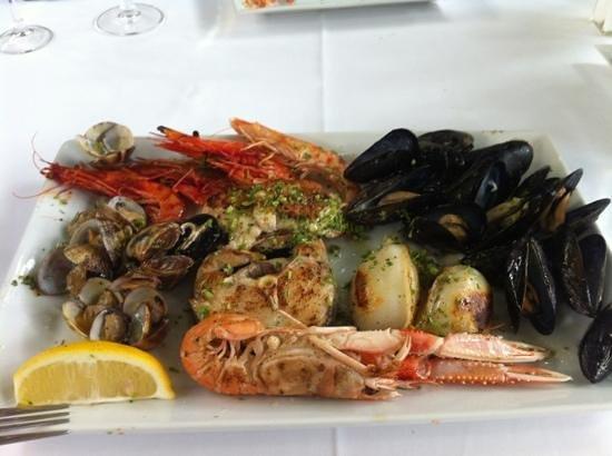 Castelldefels, İspanya: Рыба и морепродукты на гриле