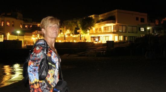 Hoposa Niu Hotel: Hotel desde la playa