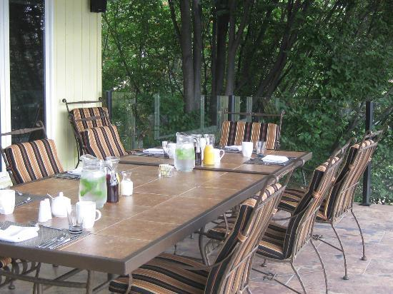 A View of the Lake: Breakfast was served on the covered deck, beautiful morning!