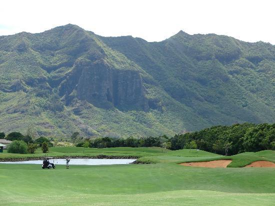 Puakea Golf Course: I loved the mountains in the background- so Hawaii.