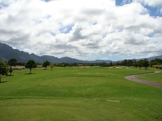 Puakea Golf Course: Many fairways wide open like this.