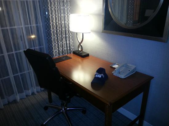 Hilton San Diego/Del Mar: Escrivaninha 192