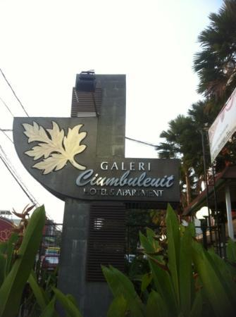 Galeri Ciumbuleuit Hotel & Apartment: The Signboard that greets you at the entrance.