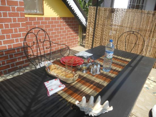 La Maison du Pyla: Pranzo servito in terrazza