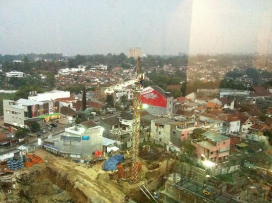 Galeri Ciumbuleuit Hotel & Apartment : view from the 19th floor room of the hotel.