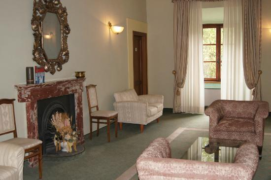 Villa San Lucchese Hotel: Sitting room near our room