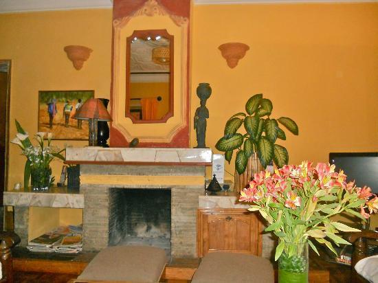 La Maison du Pyla: Camino nel soggiorno