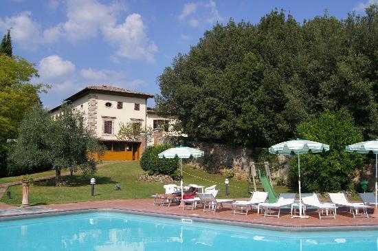 Villa San Lucchese Hotel: Villa, snack bar and pool area