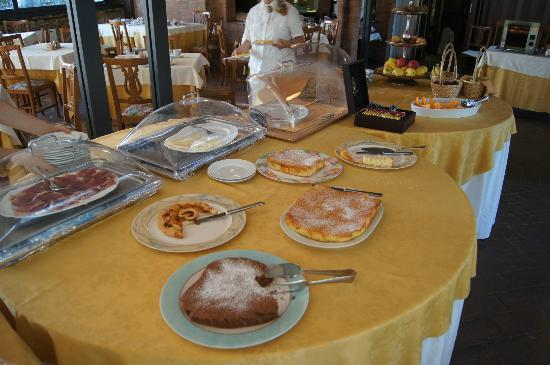 Villa San Lucchese Hotel: Delicious homemade cakes and pastries