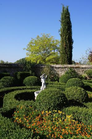 Villa San Lucchese Hotel: The walled garden