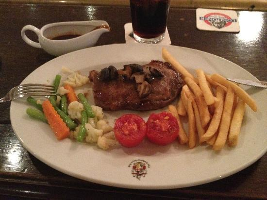 The Londoner Brew Pub: Steak and Veges