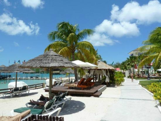 Sandals Grande St. Lucian Spa & Beach Resort: Beach Area