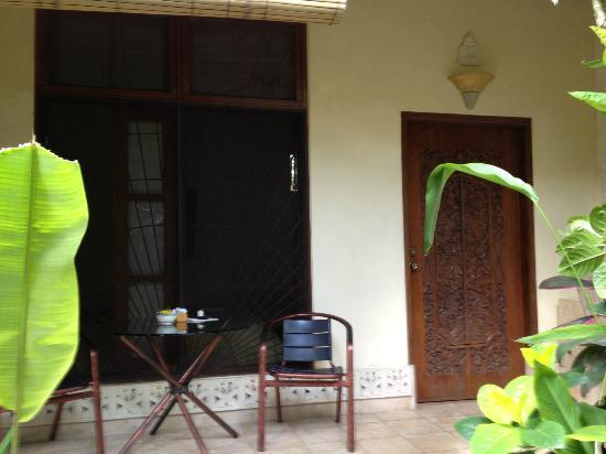 LadyBamboo Villa: Entry to room; gorgeous Balinesian carved door; patio