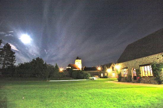 Hanches, France: Vue de nuit