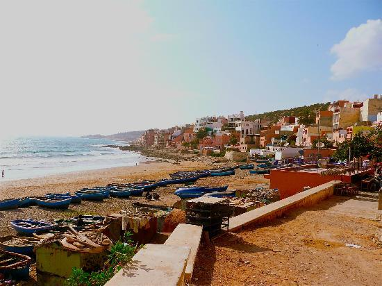 Surf Berbere Surf Camp Taghazout: surf camp is just on rocky point