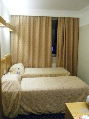 Royal National Hotel : Las colchas hablan por si solas, pero están limpias y las camas son muy comodas