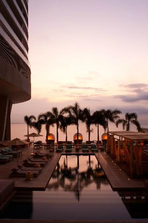Trump International Hotel & Tower Panama : Right section of the pool deck, cabanas and three pools