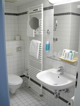 Hotel Duesseldorf Mitte: HDM bathroom 2