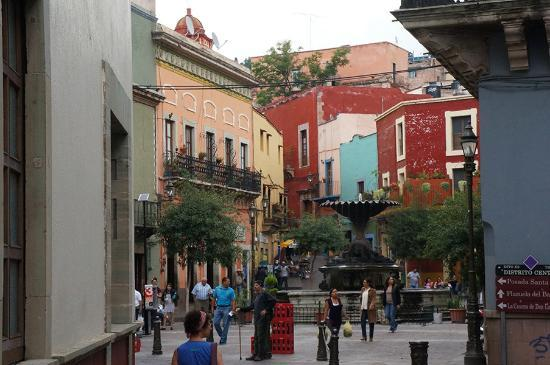 Casa Zuniga B&B: Guanajuato - one of the many squares in the historic centre