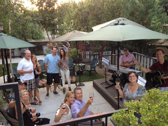 Santa Ynez, Калифорния: Happy Hour at ForFriends Inn