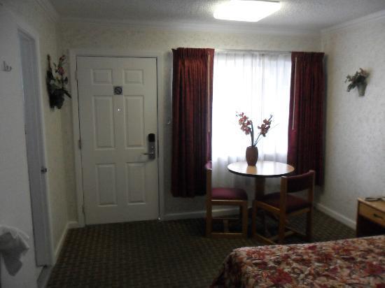 Travelers Inn: Entranceway