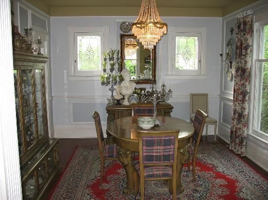 Cecile's House: dining room