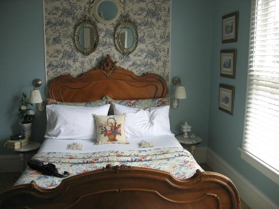 Cecile's House: the French country room,