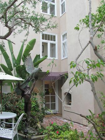 The Bed & Breakfast Inn at La Jolla: Courtyard