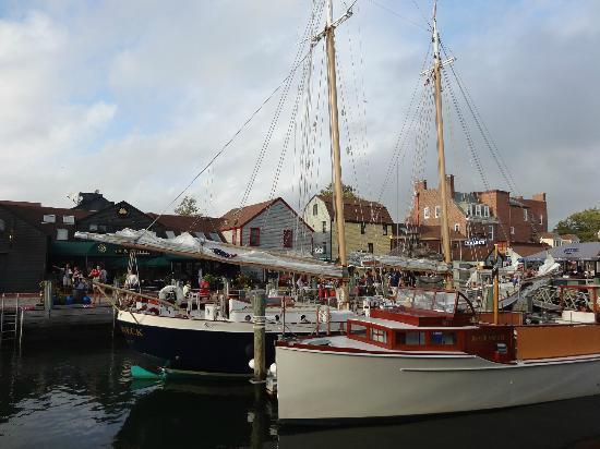 Bowen's Wharf: Great boat view