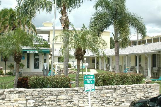 Conclare Aman's Beach Resort: Office and half the motel