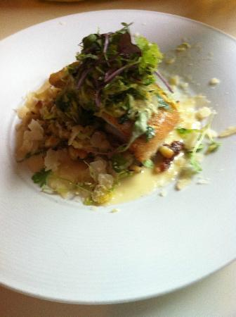 L'Albatros Brasserie + Bar: Roasted Trout With Almond Crust