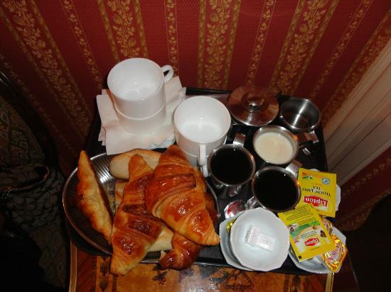 Hotel d'Argenson: Breakfast for 4 in room