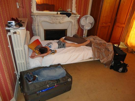 Hotel d'Argenson: second single bed could only fit by the fireplace