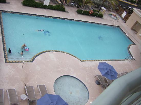 Hilton Singer Island Oceanfront/Palm Beaches Resort: Pool From Corner Balcony