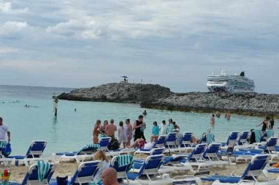 Great Stirrup Cay: Beach with the NCL Gemckground...