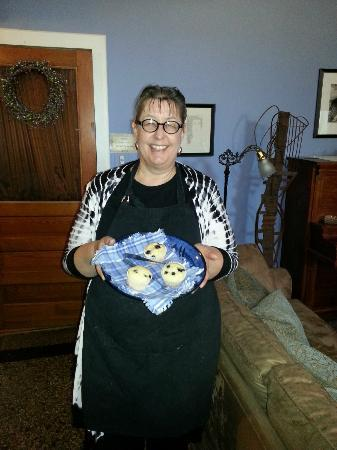 House of Two Urns Bed and Breakfast: Kapra Fleming and her homemade blueberry muffins.