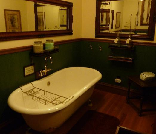 1859 Historic National Hotel: The victorian soak room