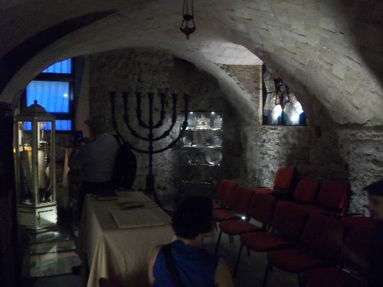 Main Synagogue: 2