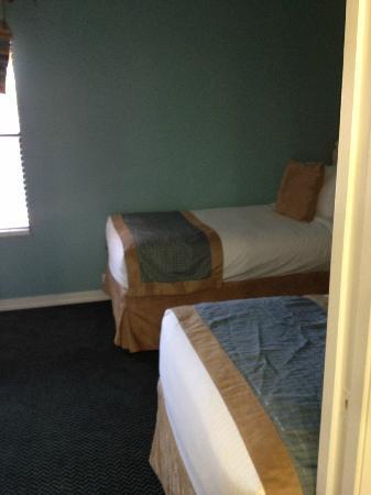 Bryan's Spanish Cove: 2nd Room 2 Twins