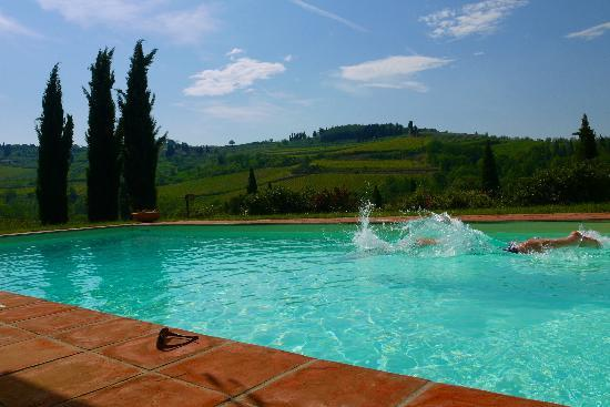B&B Fagiolari: Ahh! First splash of our stay in May