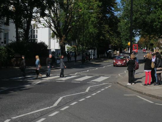 Small Car BIG CITY: Walking the famous Abbey Road intersection