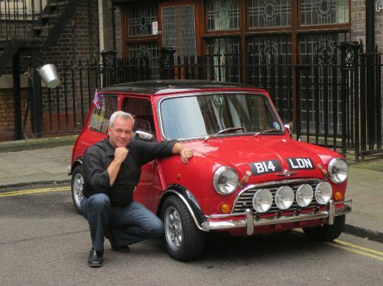 ‪‪Small Car BIG CITY‬: Bruce with the mini