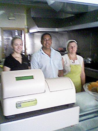 Restaurante Carlos: Carlos with his girls